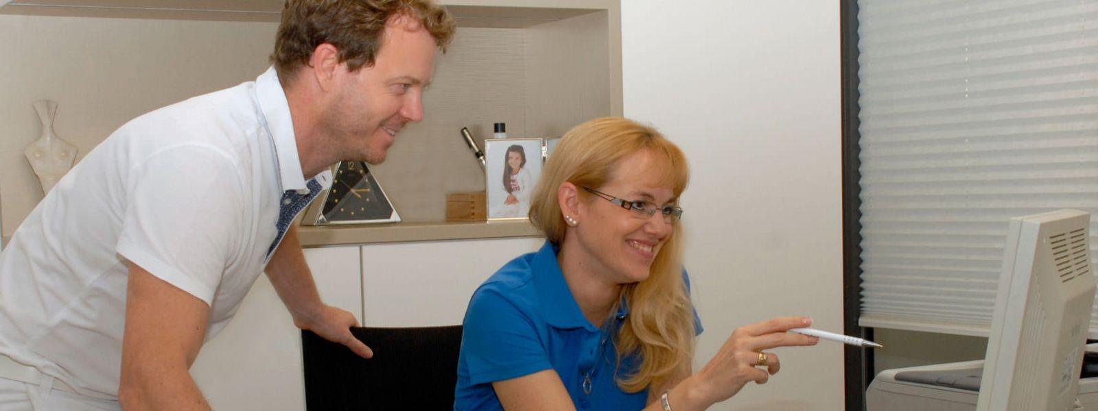 Dr. Christian Riedel mit Mitarbeiterin Nadine Seitz